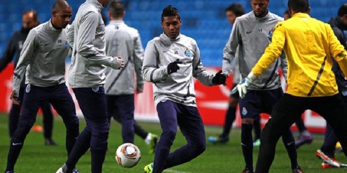 Maicon+FC+Porto+Training+Press+Conference+qNZqYOMnxCml