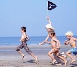 bambini-giocano-spiaggia_600x398