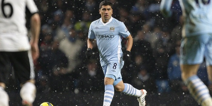 Manchester City's new loan signing David Pizarro takes the ball down
