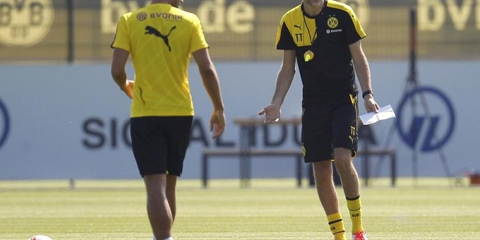Borussia-Dortmund-s-new-coach-Tuchel-speaks-to-Mats-Hummels-during-the-first-training-session-for-the-new-soccer-season-in-Dortmund