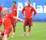 arturo-vidal-trains-in-pink-nike-mercurial-superfly-boots (1)